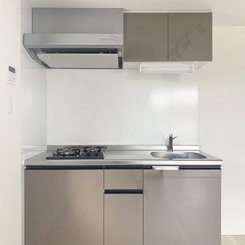 冷蔵庫はキッチン右側かな。
