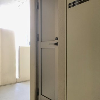 キャリーケースが1つ入りそうなくらいのトランクルーム付き!