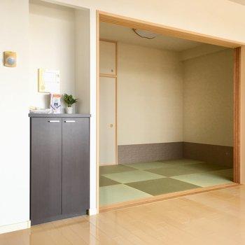 リビングのお隣は和室になっていますね。