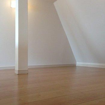 ロフトも広々※写真は2階の同間取り別部屋のものです。