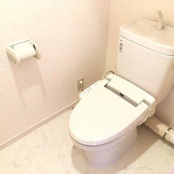 トイレは広々して圧迫感がない!