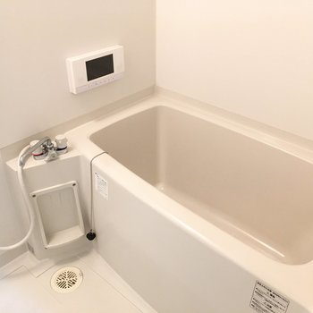 お風呂には、嬉しい液晶付きでテレビが見れちゃいます。