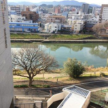 バルコニーからは那珂川も見えちゃいました。