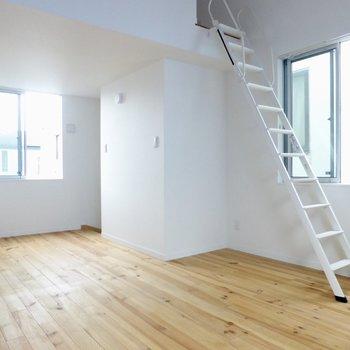 【洋室】無垢床でサラサラ!風通しも良い!