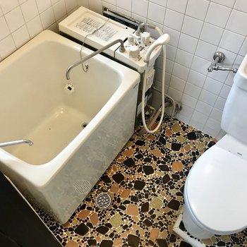 お風呂はすこしレトロです。