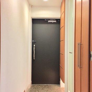 こちらは廊下です。右の扉は、、、