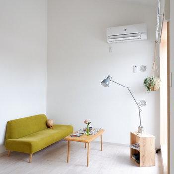 天井が高く開放的。※家具は見本です