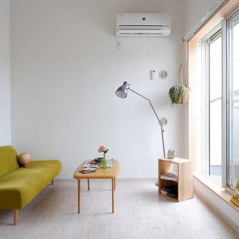 白を基調とした爽やかなお部屋です。※家具は見本です