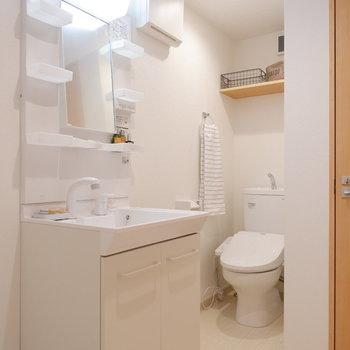 トイレも同室ですが程よく区切られています。※家具は見本です