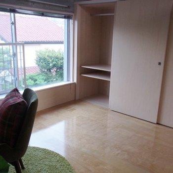 約6帖の洋室。※写真は2階の反転間取り別部屋のものです