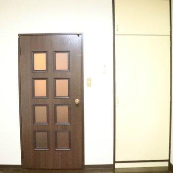 ちょっとレトロなドアですが※写真は前回募集時のものです。