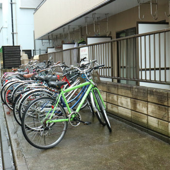 自転車置き場、あります!