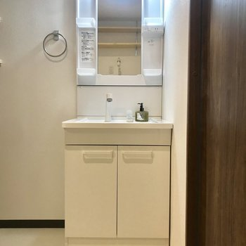 もちろん独立洗面台もあります!