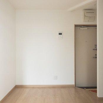 木綿豆腐のようなホワイトクロス。※写真は4階反転間取り別部屋のものです。