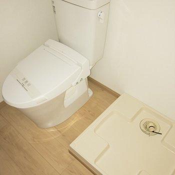 洗濯パンがここにいた!※写真は通電前のものです・フラッシュを使用しています※4階反転間取り別部屋のものです。
