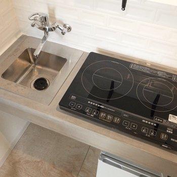 設置型のIHコンロなので、片付けて調理スペースにすることもできます。