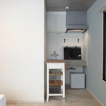 キッチンはお部屋の奥にポツリと。