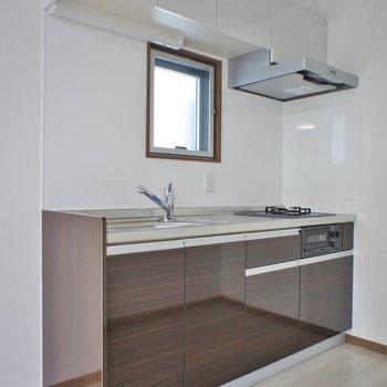 キッチン小窓は好印象※写真は同タイプの別室