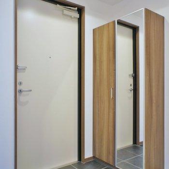 広々とした玄関※写真は同タイプの別室