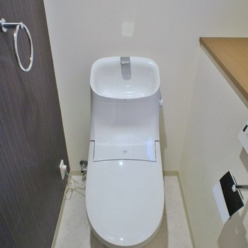 トイレにも小窓あり※写真は同タイプの別室