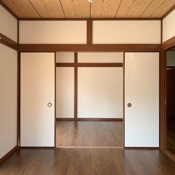 【DK側洋室6帖】窓側から見ると。襖を開けっ放しにすれば、広いリビング的空間。