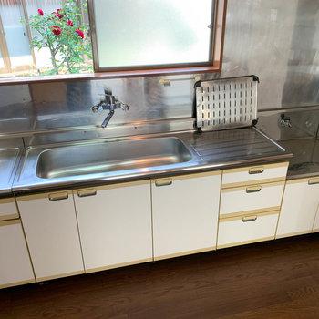 【DK】作業スペース広いですねえ。ファミリーサイズのキッチン。