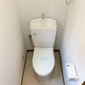 トイレも新しいタイプのものがついてます。