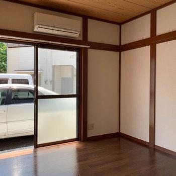 【洋室4.5帖】こちらの窓もテラスに面してます。