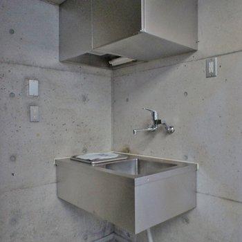 キッチンもシャープなデザインにね。