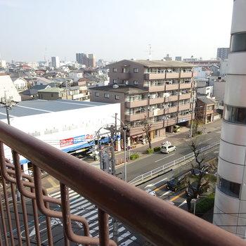 ここからは大通りが見えます。(※写真と文章は前回募集時のものです)