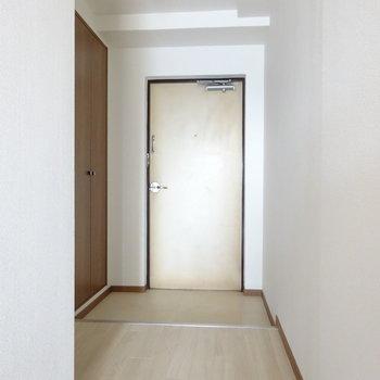 玄関にも優しい色が使われてます。(※写真と文章は前回募集時のものです)