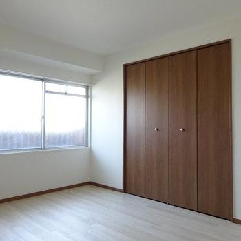 北側の洋室。こちらも窓があります◎ (※写真と文章は前回募集時のものです)