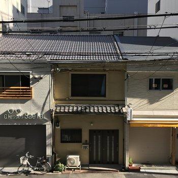 眺望は仲の良さそうな住宅たち。※退去前につき、写真は前回募集時のもの