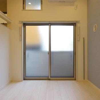 窓は透けないので外から見えません!