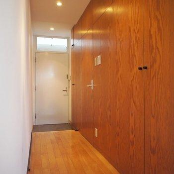 廊下かっこいい!!※写真は3階の同間取り別部屋のものです。
