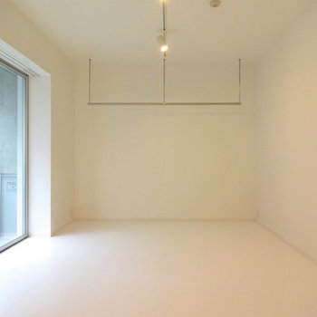 シンプルを極めます※写真は7階の同間取り別部屋のものです。