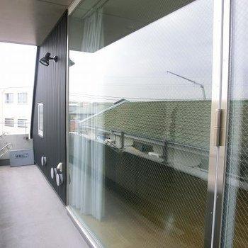大きな窓が気持いいのです。※写真は3階の同間取り別部屋のものです。