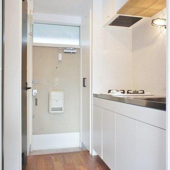 キッチンは玄関に※写真は2階同間取り別部屋のものです