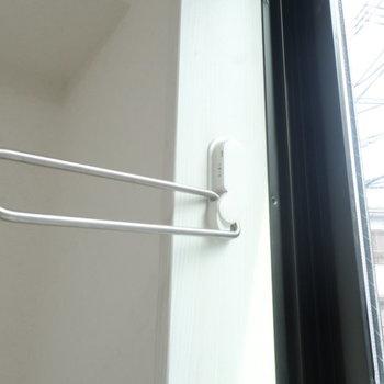 洗濯物をお部屋で干すときはこちらを。※写真は1階の同間取り別部屋のものです