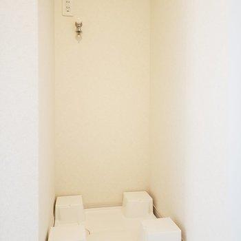 洗濯機置き場は玄関横スペース