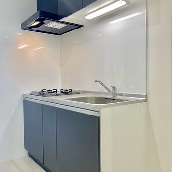 キッチンはブラックで締りがありますね※写真は前回募集時のものです
