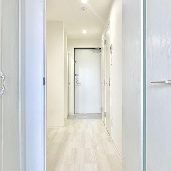 廊下も白基調です※写真は前回募集時のものです