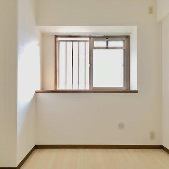 かわってこちらは5.1帖のお部屋。