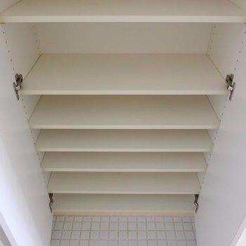靴箱 ※写真は2階の同間取り別部屋のものです。