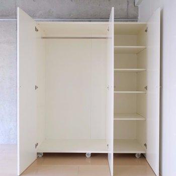 クローゼットの中も使いやすそう ※写真は2階の同間取り別部屋のものです。