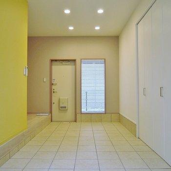 照明もお洒落~!タイルの床が素敵♪※写真は同タイプの別室