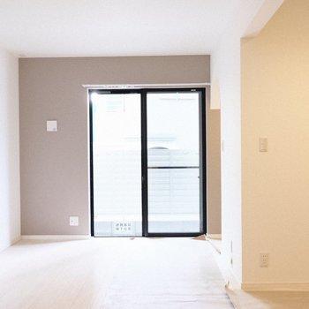 窓は1箇所だけ。(※写真は1階の同間取り別部屋、工事中のものです。)