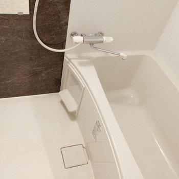 半身浴にもちょうど良さそう。(※写真は1階の同間取り別部屋、工事中のものです。)