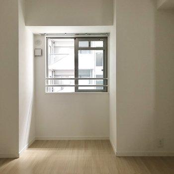 カーテンレールにグリーンを垂らしたいな。(※写真は2階の同間取り別部屋、モデルルームのものです)