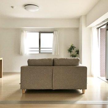 家具はシンプルに置いて、ゆったりと過ごしたい。(※写真は2階の同間取り別部屋、モデルルームのものです)
